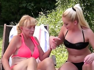 Horny Matures Lady Has A Sultry Youthfull Blonde Pleasing Her Sore Cunt