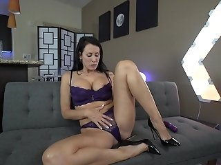Reagan Foxx With Faux Tits Gets Her Twat Pleased By Herself