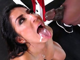 Sport Cougar With Brilliant Kinks Raven Hart Is Fucked By Black Sport Instructor