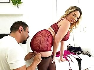 Cougar Attempts Fantasy Fucky-fucky With Black Hunk Who's Dick Drives Her Crazy