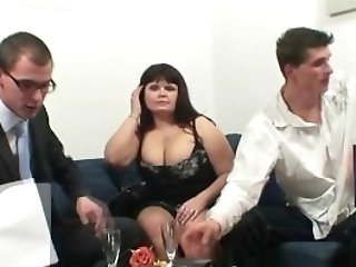 Ample Titted Bitch Gets Lured Into 3some
