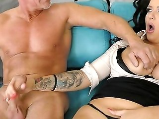 Office Mummy Gets Laid With Her Senior Manager