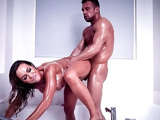 Sheena Ryder Wants To Reach Strong Orgasm With Wondrous Dude