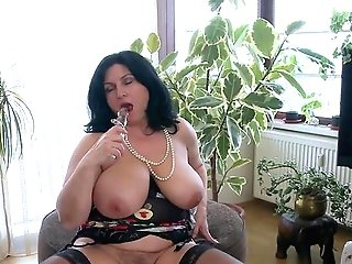 Fat Milky Woman Masturbates Solo With Her Glass Faux-cock And Squeals