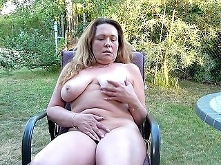 Granny Paws Fuckbox And Tits In Voluptuous Back Yard Solo