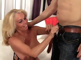 Hot N Sexy Old Women Taking Hard Dicks In Mouth And Perform Wonderful Oral Jobs