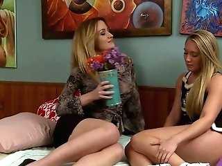 Yummy Stunner Aj Applegate Is Munching And Masturbating Cootchie Of Sexy Gf
