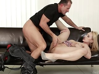Angel Wicky Seduced A Killer Handyman For A Excellent Fuck