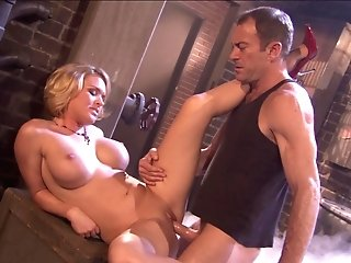 Cooter Munching And Hard Lovemaking Are The Best Deeds For Horny Woman Krissy Lynn