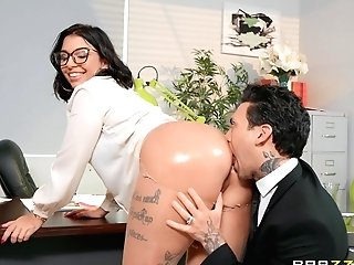 There Is Nothing Finer For Ivy Lebelle Than A Hook-up On The Table