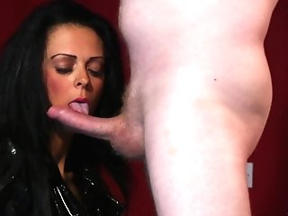 Foxy Matures Jess Scotland In Spandex Drops On Her Knees To Give Head