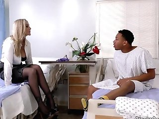 Julia Ann Is A Skillful Doc Who Knows How To Make A Spear Hard