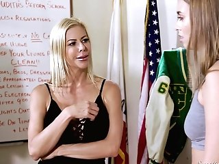 Alexis Fawx Practices Amazing G/g Labia Eating In A Locker Room