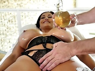 Bombshell With Gorgeous Dddcups Ava Addams Gets Oiled Up And Fucked On The Rubdown Table