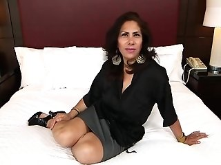 Isabella - 48 Year Old Latina Mom With A Thicket
