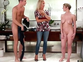 Stepmom And Sonnie In Nuru Family Hump Rubdown