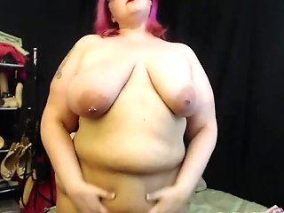 Curvy Mummy Plays With Her Fat Belly