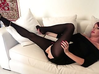 Wild Matures Housewife Heather Is Finger Fucking Humid Whorish Snatch