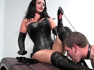 Master Woman Pleases Herself With Youthfull Sub Dick