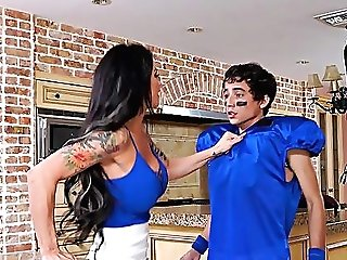 Tattooed Cougar Melissa Lynn Gets Fucked By A Nubile In The Kitchen