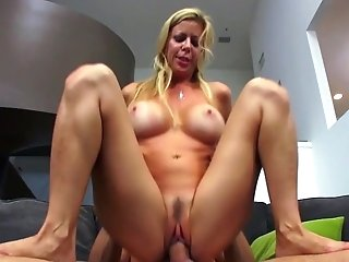 Mommy Knows Amazing Things With Her Mouth And Cunny