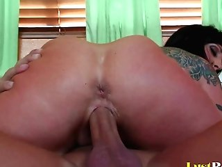 Pleasing Sessions Are Memorable With Buxom Deja Voo