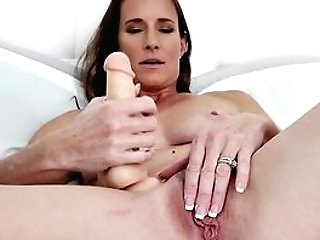 Married Woman Loves Her Fresh Equipment In A Wonderful Solo