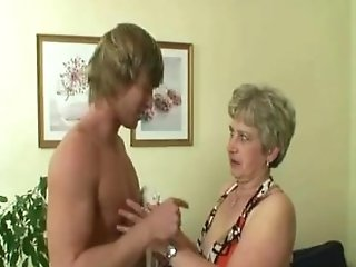He Drills Her Trimmed Old Snatch