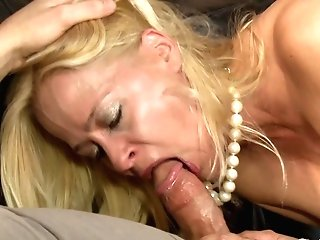 Payton Leigh And Laela Pryce Get To Share A Delicious Dick