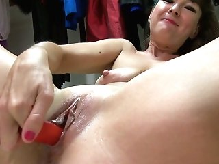 Old Whore In Cheerleader Uniform Belinda Brush Masturbates Moist Cunt