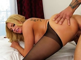 Blonde Mummy Bombshell In Stockings Briana Banks Gets A Stream On Tits