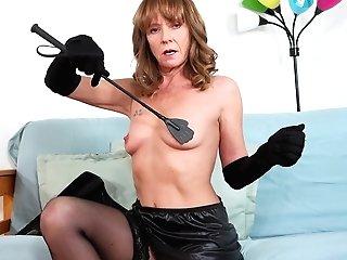 Sexy Granny Cyndi Sinclair Is Masturbating Moist And Spread Cunt
