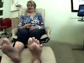 Matures Feet Showcasing