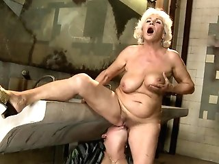 Matures Norma Finds Herself Sucking Mans Hard Worm