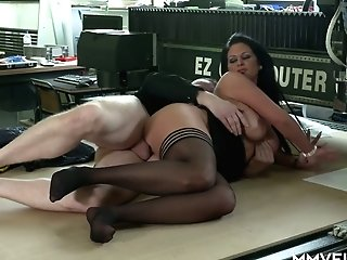 Big Dick Is Everything Bang-out-thirsty Cougar Vivian Skylight Desires Every Hour
