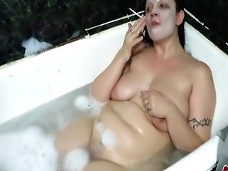 Matures Dark-haired Smokes In The Bath With Foam