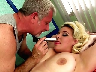 Chubby Dame Miranda Kelly Rubdown With Oil And Playthings