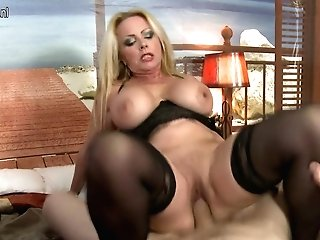 Hot Big Jugged Cougar Fucking And Sucking Point Of View Style - Maturenl