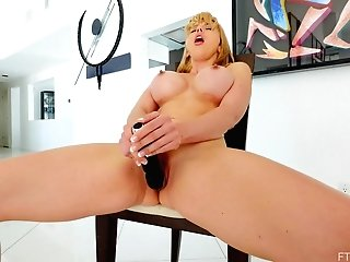 Homemade Vid Of Stunning Cougar Amber Playing With Her Pink Taco
