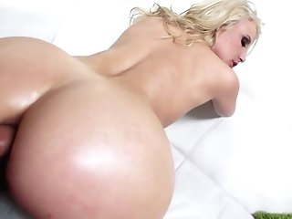 Immense Shaft Penetrates Spread Rump Crevasse Of Nasty Chick Anikka Albrite