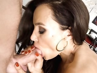 Dark-haired Cougar Lissa Ann Wears Stockings While Pleasing His Hard Cane