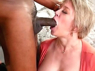 Matures Jiggles Large Black Inches Up Her Fresh Twat