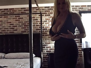 Kelly Madison Takes Off Her Black Sundress For A Solo Session