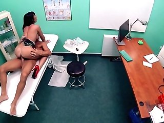 Lutro & Valentina Ricci In Rest Room Room Fucking For Hot Patient - Fakehospital