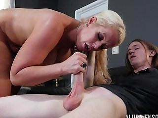 Exceptionally Steamy Missionary Muff Drilling With Alura Jenson
