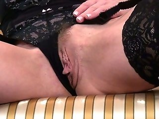 Elegant Cougar Elegant Eve Is Finger Fucking Humid And Yummy Punani
