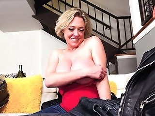 Matures Juggy Bitch Dee Williams Gives A Blow-job And Breastjob To One Horny Fellow