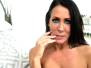 Juggy Seductress Reagan Foxx Gives An Memorable Point Of View Suck Off