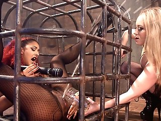Daisy Ducati & Aiden Starr In The Squirt Collector: Daisy Ducati Squirts For Science - Electrosluts