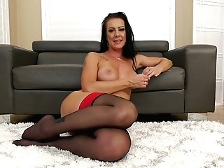 Sexy Brunt Housewife Texas Patti Is Hungry For Your Meaty Big Dong